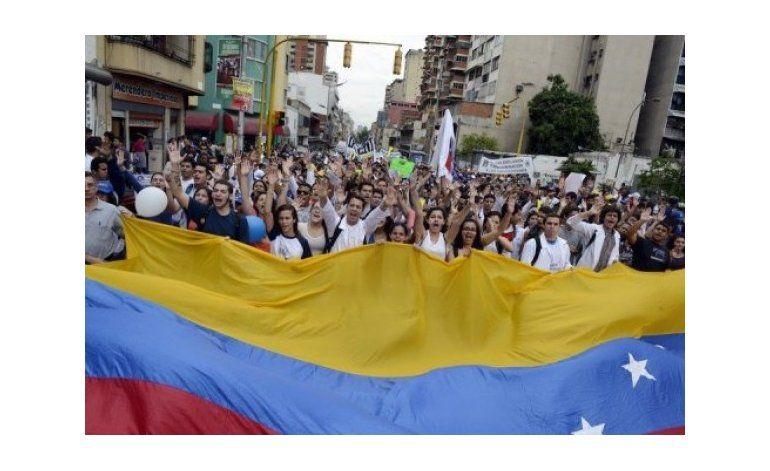 La oposición venezolana acusó al CNE de bloquear el referendo revocatorio