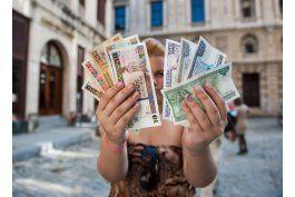 las nuevas tiendas del gobierno disparan el precio del dolar en el mercado negro cubano