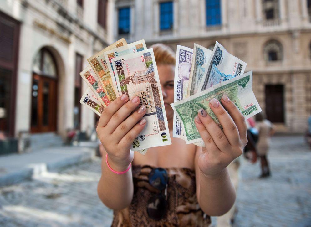 Las nuevas tiendas del Gobierno disparan el precio del dólar en el mercado negro cubano