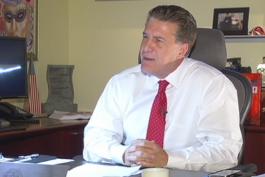 alcalde de hialeah carlos hernandez buscara  reeleccion