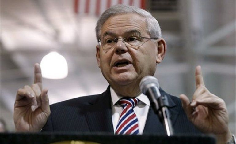 Senador Bob Menendez critica vuelos de New Jersey a Cuba