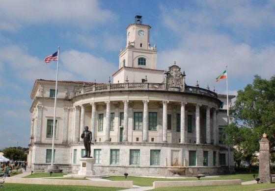 Coral Gables celebrará mañana por primera vez en la historia unas elecciones de segunda vuelta