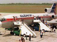 pasajeros furiosos reaccionan ante el caos de cubana de aviacion (video)