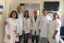 Médicos cubanos necesitarán autorización del régimen para viajar