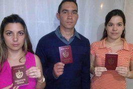 Los odontólogos cubanos Raquel Lobato, Oddy Ginarte y Martha Martín no pudieron volar de Colombia a EEUU al ser bloqueadas sus visas.