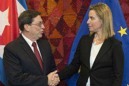 El canciller cubano, Bruno Rodríguez, con la jefa de diplomacia europea, Federica Mogherin.