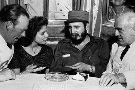 Marita Lorenz junto a Fidel Castro, en La Habana a comienzos de 1960.