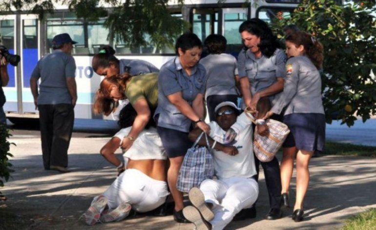El régimen vuelve impedir a las Damas de Blanco asistir a misa en Santa Rita