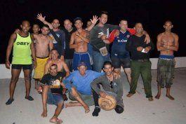 El grupo de cubanos realizó el peligroso trayecto en una precaria y pequeña embarcación.
