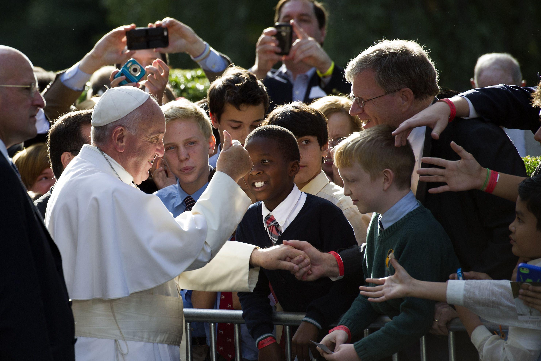 LO ULTIMO: El papa bendice a Sandra Lee