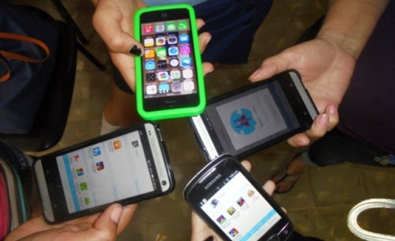 Etecsa saca pecho por número de cubanos que se conectan al wifi