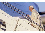francisco inicia viaje por la paz a 3 paises africanos
