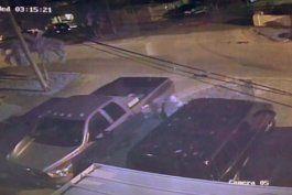 Hombre vandaliza una camioneta en Hialeah