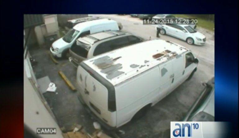 La policía busca a tres ladrones que asaltaron a un joyero en North Miami