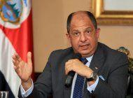 el presidente costarricense garantiza a los cubanos que buscara rutas para que lleguen a eeuu