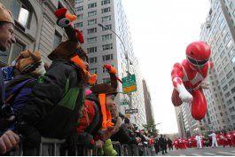 Globos, carrozas y bandas en desfile de Nueva York