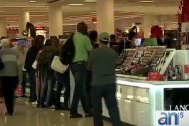 Compradores esperan impacientes las ventas de Viernes Negro