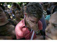 cientos protestan en cuba por nueva regla de visa de ecuador