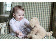 la princesa charlotte cumple 6 meses, difunden foto