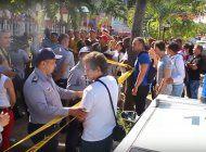 cubanos enfrentan a la policia con gritos de