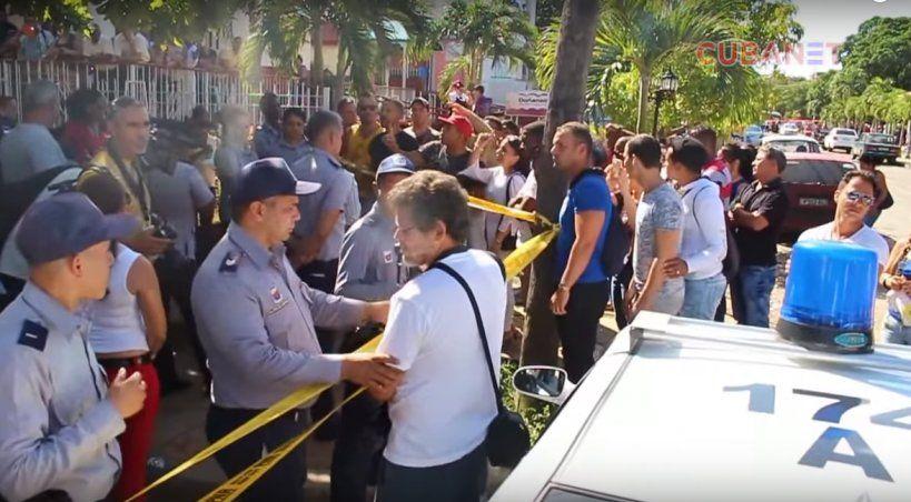 Cubanos enfrentan a la policía con gritos de libertad (vídeo)