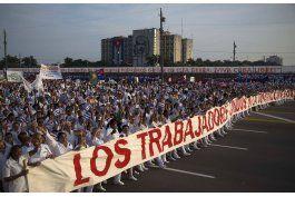 Cuba limita salida de médicos al extranjero