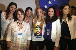 La opositora Rosa María Payá celebró los resultados de las elecciones en Caracas.