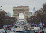 castro en paris, bienvenida el lunes bajo el arco de triunfo
