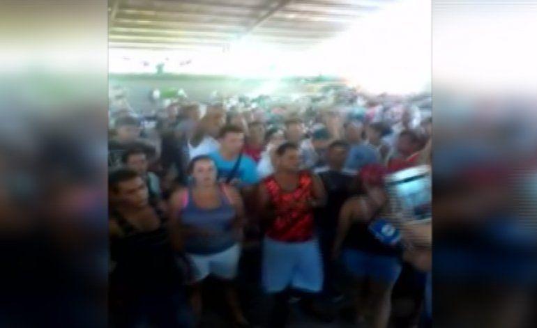 Cerca de 300 cubanos reclaman en Panamá ser incluidos en los viajes a México