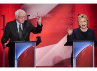 desacuerdo democrata durante debate entre hillary clinton y bernie sanders