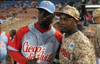 Los hermanos Adonis y Adolis García se reencuentran República Dominicana