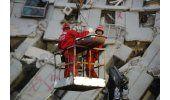 Socorristas salvan a más sobrevivientes de sismo en Taiwán