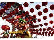 chinos visitan templos y ferias para abrir el ano del mono