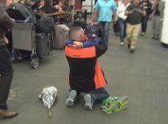 emotivo encuentro de un padre con su hijo tras meses varado en costa rica