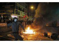 activistas y policia se enfrentan en hong kong