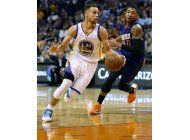 curry roza el triple doble, warriors se imponen a suns