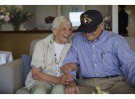 veterano de iigm se cita con novia de la guerra en australia