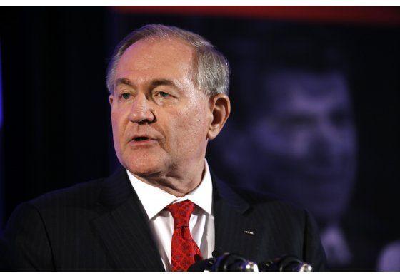 Gilmore se retira de contienda por nominación presidencial