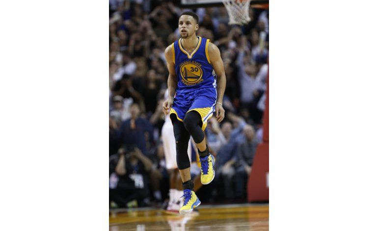 Curry destaca con 42 puntos y Warriors vencen a Heat