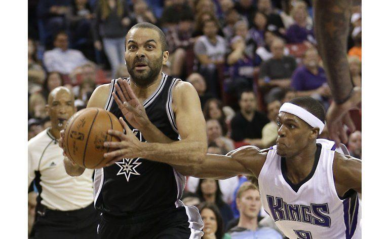 Tony Parker anota 25, Spurs mantienen su dominio sobre Kings