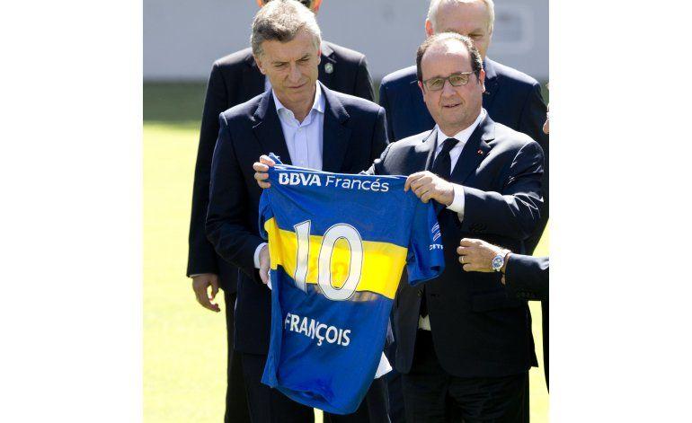 Hollande homenajea a víctimas de la dictadura argentina