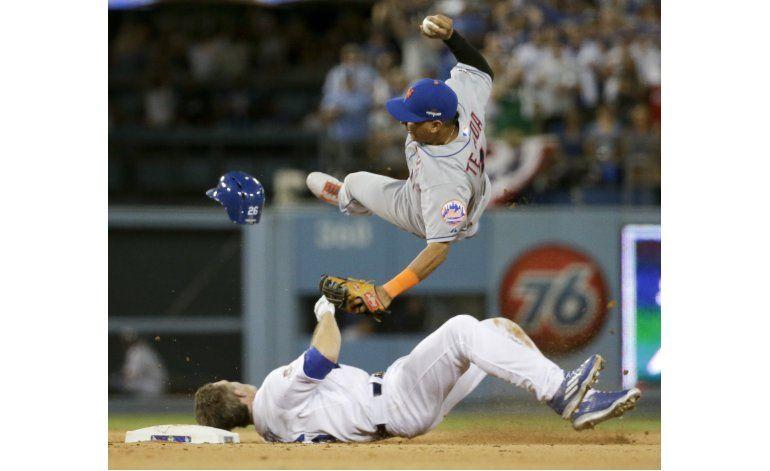 MLB prohíbe que jugadores se deslicen y derriben a fildeador