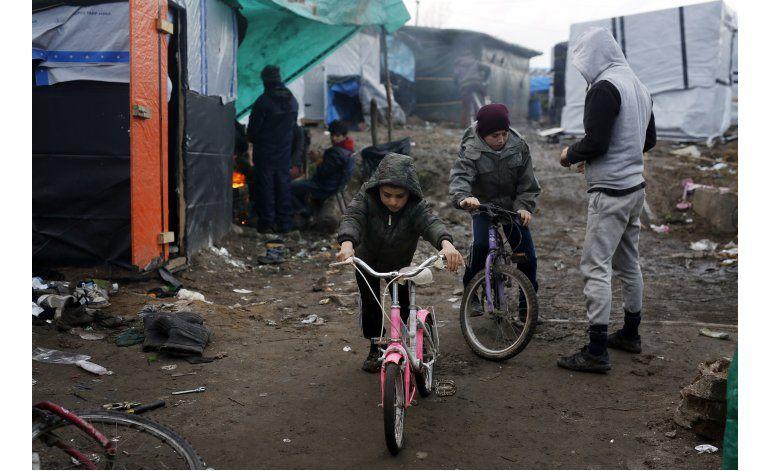 Autoridades demolerán campo de refugiados en Calais