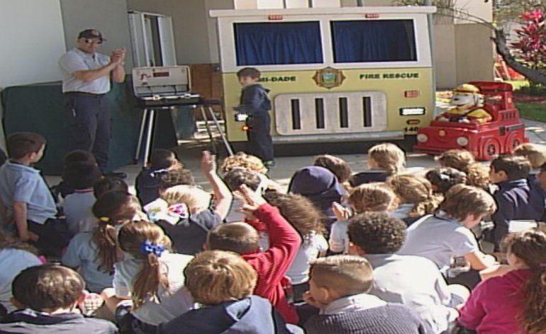 Estudiantes aprenden como protegerse en incendios