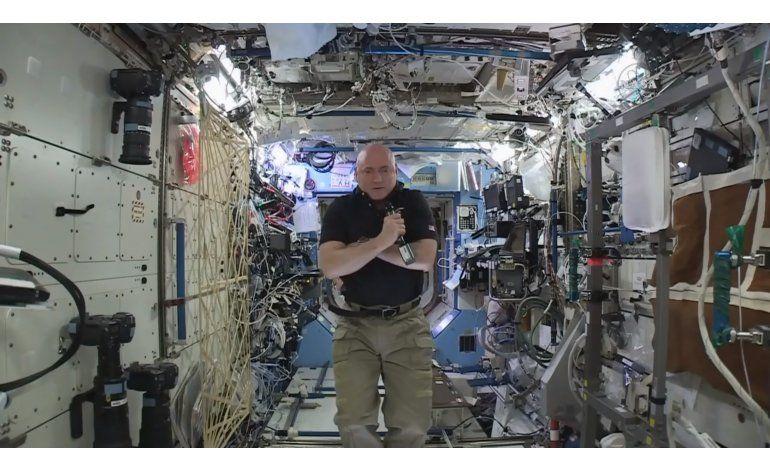 Astronauta asegura que podría pasar otro año en el espacio