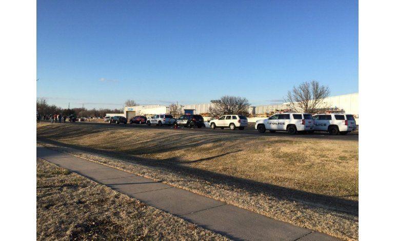 Policía: Tiroteo en Kansas deja varios muertos y heridos