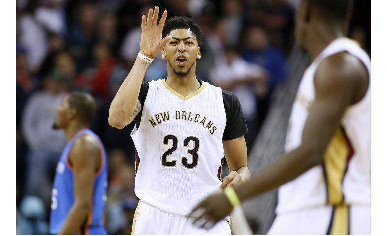 Davis anota 30 y Pelicans sobreviven ante Thunder