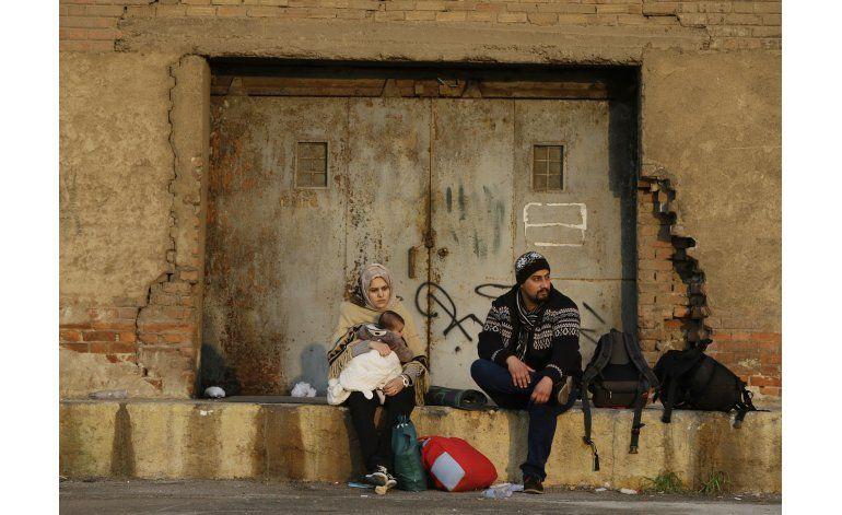 Fronteras balcánicas se cierran; Grecia detendrá a migrantes