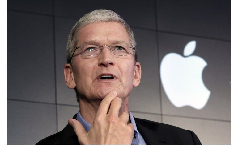 Tim Cook defiende postura de Apple en caso con FBI