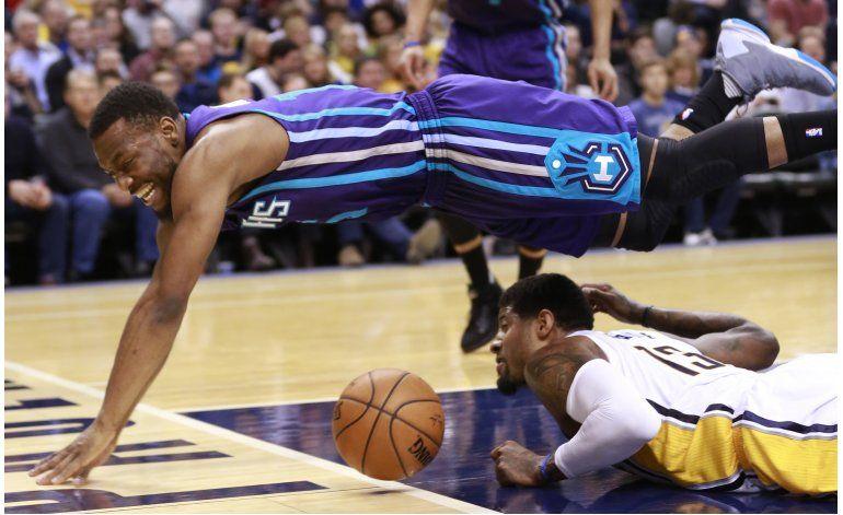 Walker sentencia victoria de Hornets ante Pacers
